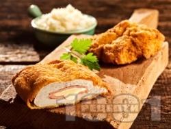 Кордон бльо от панирани в галета телешки или пилешки шницели от филе с топено сирене и шунка - снимка на рецептата